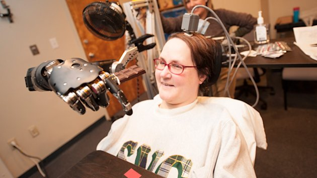 Paralyzed Mom Controls Robotic Arm Using Her Thoughts (ABC News)