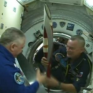 Raw: Olympic Torch Arrives at Space Station