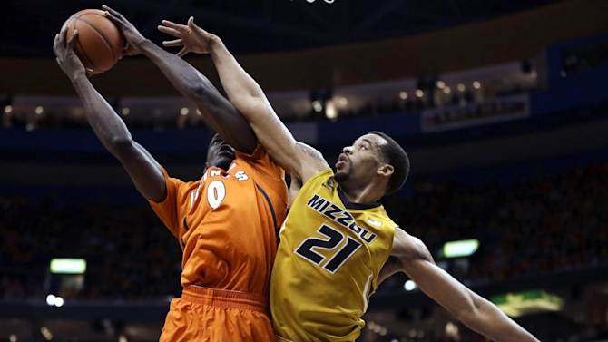 Illinois' Sam McLaurin, left, tries to get off a shot as Missouri's Laurence Bowers defends during the first half of an NCAA college basketball game Saturday, Dec. 22, 2012, in St. Louis. (AP Photo/Jeff Roberson)