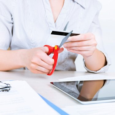 Businesswoman-cutting-credit-card_web