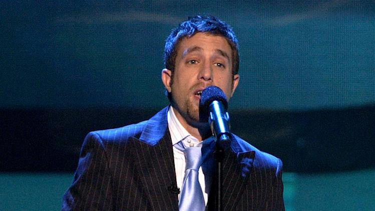 Elliott Yamin performs in American Idol, April 25, 2006, on FOX.