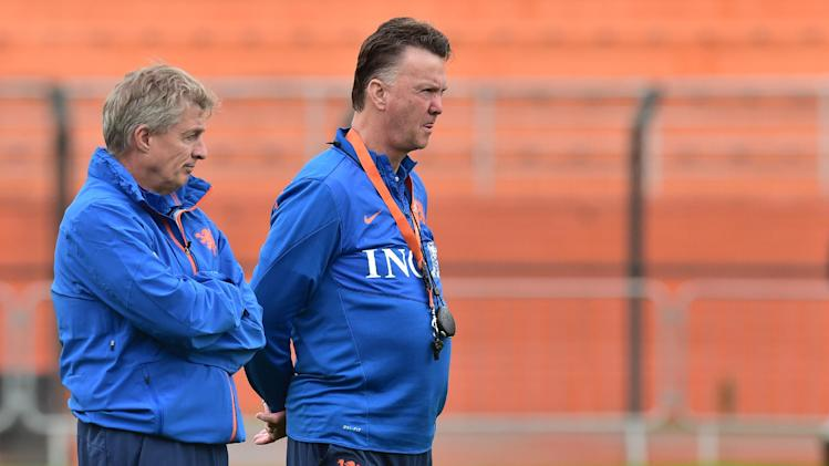 Netherlands' coach Louis van Gaal (R) watches his players on the training pitch at The Estadio Paulo Machado de Carvalho (Pacaembu) in Sao Paulo on July 10, 2014