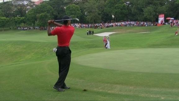 Woods birdies No. 17 in Round 4 of CIMB Classic