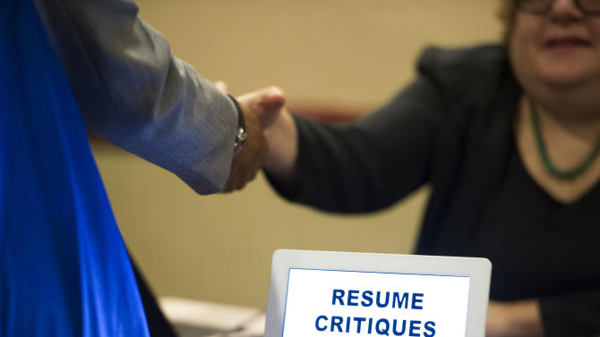 Weekly US jobless aid applications rise to 354K