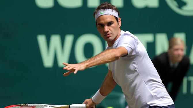 Switzerland's top seeded Roger Federer returns the ball to Germany's Mischa Zverev during their match at the Gerry Weber Open tennis tournament in Halle, Germany, Friday, June 14, 2013. Federer defeated Zverev with 6-0 and 6-0. (AP Photo/dpa, Oliver Krato)