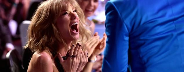 Taylor Swift loses control at iHeartRadio Awards