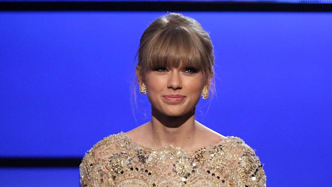 Taylor Swift accepts the award for favorite female country artist at the 40th Annual American Music Awards on Sunday, Nov. 18, 2012, in Los Angeles. (Photo by Matt Sayles/Invision/AP)