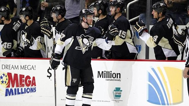 Paul Martin #7 of the Pittsburgh Penguins celebrates his second period goal against the Washington Capitals (AFP)