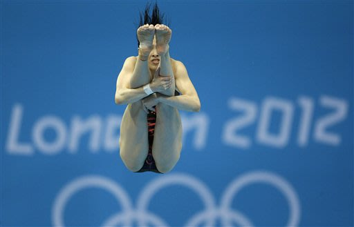 Gold medalist Wu Minxia from China competes during the women&#39;s 3-meter springboard diving final at the Aquatics Centre in the Olympic Park during the 2012 Summer Olympics in London, Sunday, Aug. 5, 2012. (AP Photo/Michael Sohn)