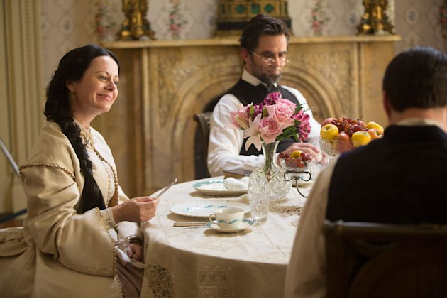 &quot;Killing Lincoln&quot; -- Geraldine Hughes, Billy Campbell