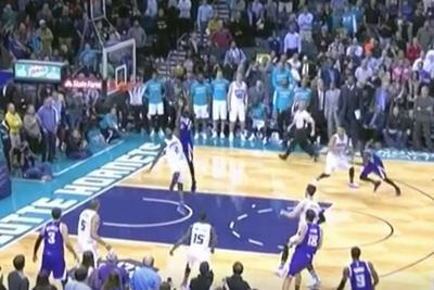 Rudy Gay skies for game-tying lob to force overtime in wild Kings-Hornets game