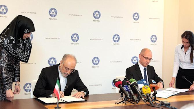 Iran's nuclear programme chief Ali Akbar Salehi (left) and Rosatom director general Sergey Kirienko sign an agreement in Moscow on November 11, 2014 for the construction of two new nuclear reactors