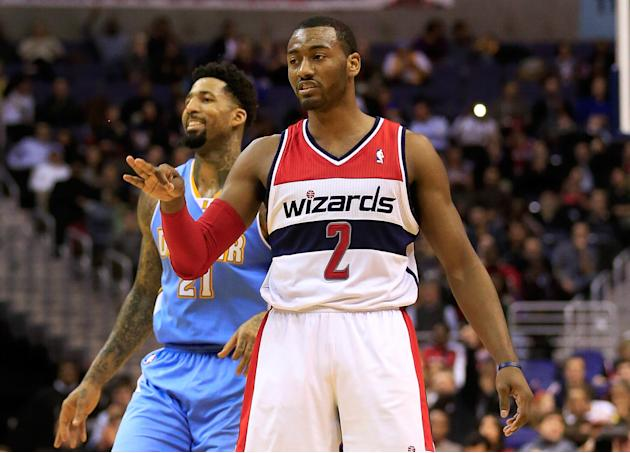 El base de Wizards John Wall celebra un triple anotado durante el partido en el Verizon Center de Washington DC entre los Wizards y los Denver Nuggets en la jornada NBA del lunes 9 de diciembre de 201