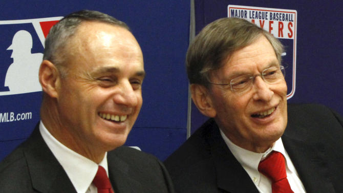 Manfred promoted to MLB COO by Selig