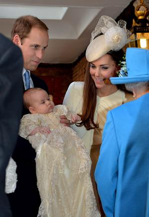 The Queen speaks with Prince William and Catherine…