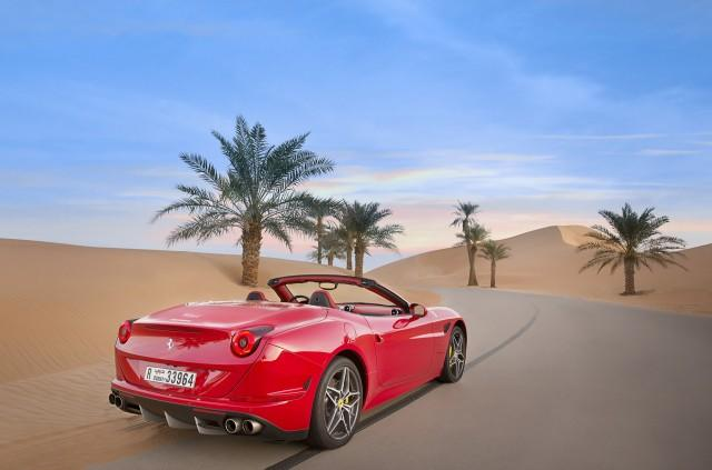 Ferrari California T Chases The Dunes: Video