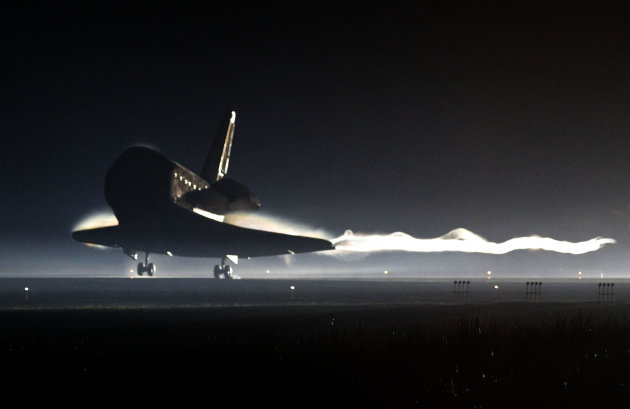 Space Shuttle Atlantis lands at the Kennedy Space Center at Cape Canaveral, Fla. Thursday, July 21, 2011. The landing of Atlantis marks the end of NASA&#39;s 30 year space shuttle program. (AP Photo/Pierre Du Charme, Pool)