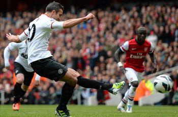 Arsenal 1-1 Manchester United: Van Persie penalty earns a point on his Emirates return