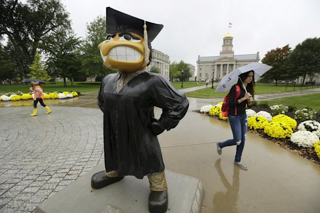 Students walk across campus at the University of Iowa. (AP Photo/Charlie Neibergall)