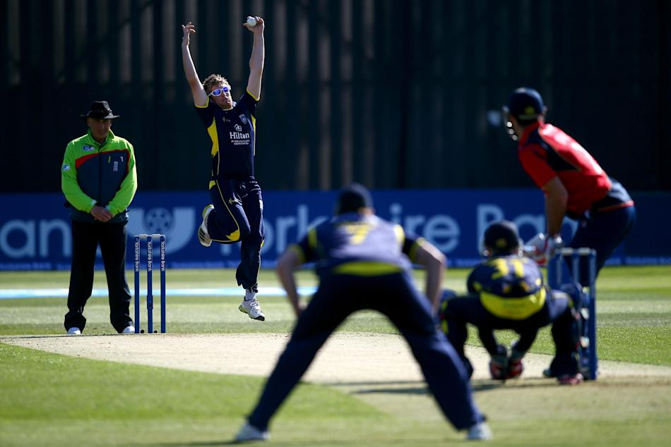 Essex v Hampshire - Yorkshire Bank 40