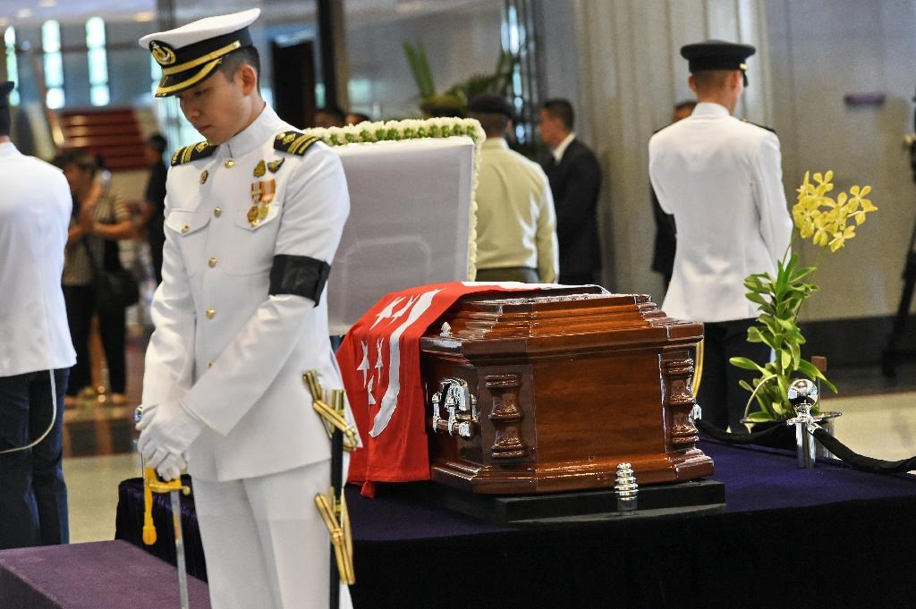 Emotions raw as Singapore pays tribute to Lee Kuan Yew