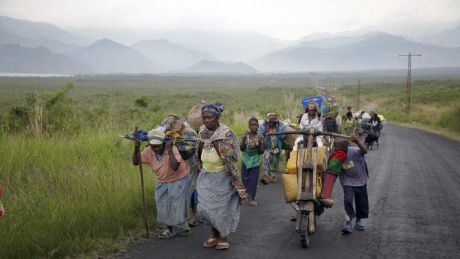Congolese flee the eastern Congolese town of Sake , 27kms west of Goma, Friday Nov. 23 2012.  Thousands fled the M23 controlled town  as   platoons of rebels were making their way across the hills from Sake to the next major town of Minova, where the Congolese army was believed to be regrouping. The militants seeking to overthrow the government vowed to push forward despite mounting international pressure.(AP Photo/Jerome Delay)