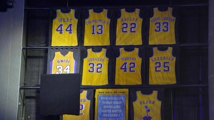 Former Los Angeles Lakers center Shaquille O'Neal's retired jersey is unveiled during the half of the Lakers'  NBA basketball game against the Dallas Mavericks, Tuesday, April 2, 2013, in Los Angeles. (AP Photo/Mark J. Terrill)