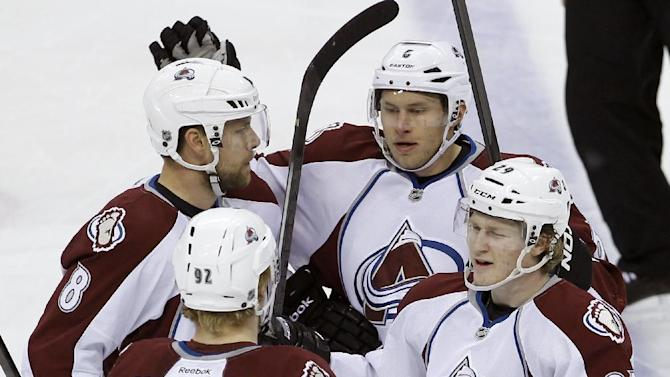 Giguere wins 6th straight as Avs beat Wild
