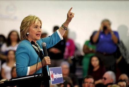 After Oregon, gun control could give Clinton clout against Sanders
