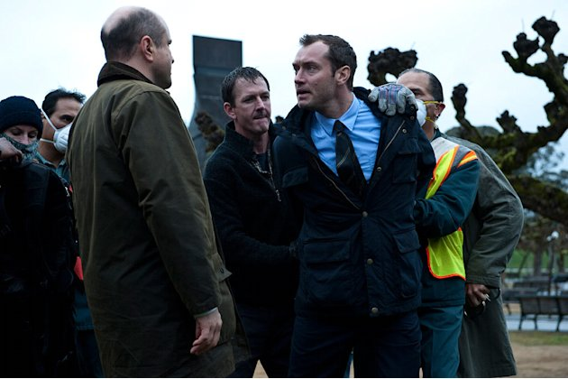Contagion Warner Bros Pictures 2011 Jude Law