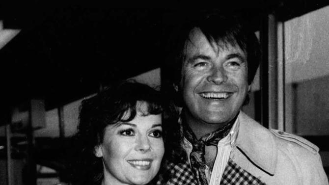 FILE - This April 1980 photo shows Hollywood film star, Natalie Wood, with her actor husband, Robert Wagner, in Los Angeles.  A Los Angeles sheriff's detective said Thursday, Jan. 17, 2013, that Wagner has not consented to an interview in their renewed inquiring into Wood's 1981 drowning, but an attorney for the actor and his family says he has fully cooperated with authorities. (AP Photo, File)