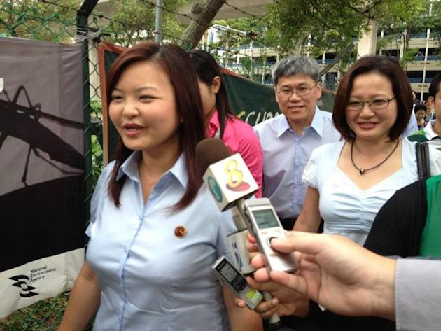 Workers' Party candidate Lee Li Lian arriving with her Sylvia Lim and Png Eng Huat. (Yahoo! photo)
