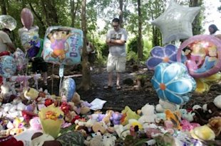 Corey Stroud prays at a Caylee Anthony memorial in Orlando, Florida, on Wednesday. (AP Photo: Alan Diaz)