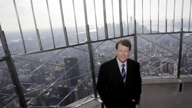 Tom Watson poses for photographers on the observation deck of the Empire State Building in New York, Thursday, Dec. 13, 2012. The Americans are bringing back Watson as their Ryder Cup captain with hopes of ending two decades of defeats in Europe. (AP Photo/Seth Wenig)