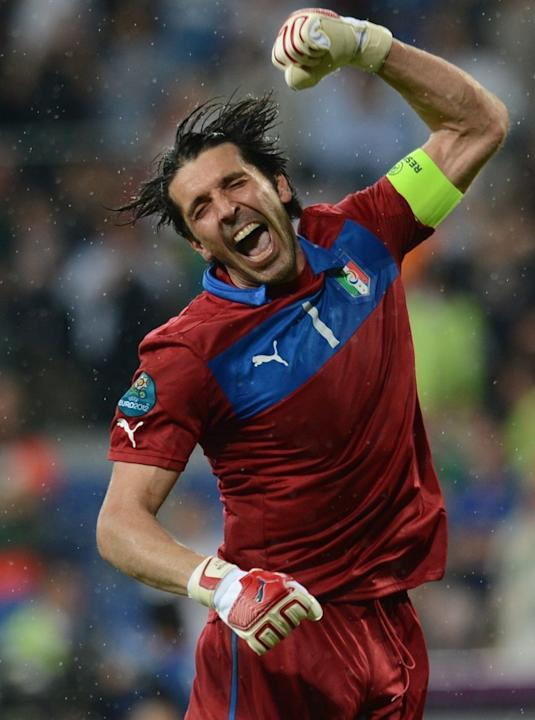 TOPSHOTS Italian Goalkeeper Gianluigi Buffon Celebrates At The End Of The Euro 2012 Football Championships Match Italy AFP/Getty Images