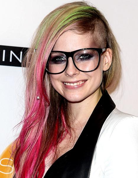 PIC: Avril Lavigne Shaves Her Head, Dyes Her Hair Pink and Green