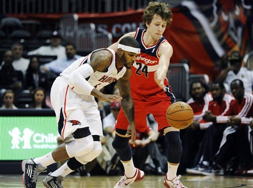 Korver, Hawks beat winless Wizards, 101-100 in OT