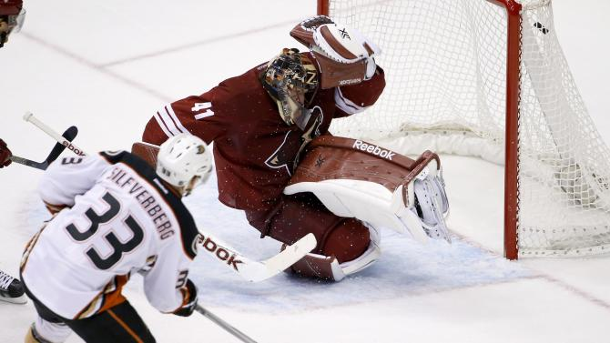 Getzlaf, Silfverberg lift Ducks to 2-1 win over Coyotes