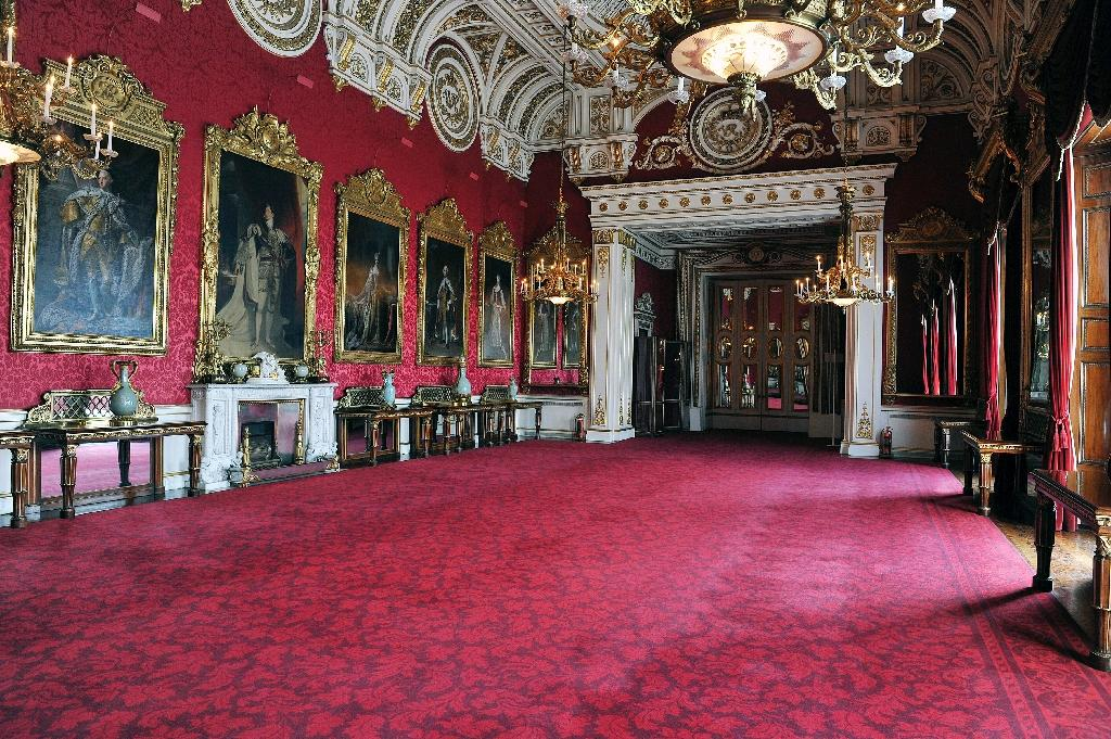 Buckingham Palace state dining room closed over safety fears