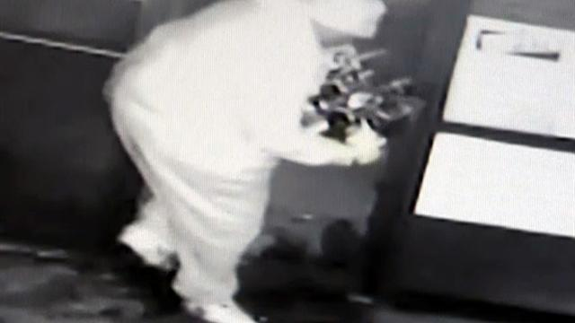 Watch: Overweight burglar makes sloppy escape