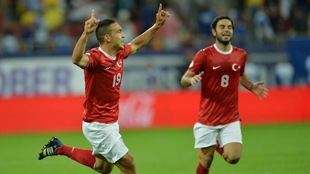 Turkey's Mevlut Erdinc, left, celebrates (AFP)