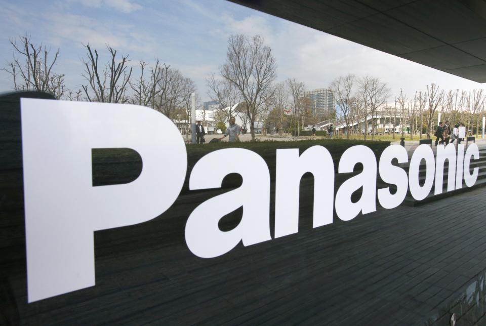 Panasonic stays in TV business, chairman resigning
