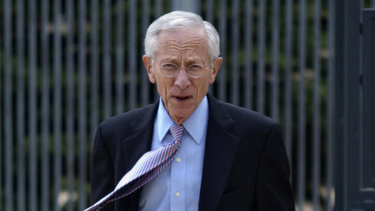 """Bank of Israel Governor Stanley Fischer arrives for a news conference in Jerusalem, Wednesday, Nov. 16, 2011. Israel's central bank expects Israel will emerge from the economic tumult sweeping Europe relatively easily. Fischer told a news conference on Tuesday Nov. 15, 2011, that """"the Israeli economy is in relatively good condition,"""" with relatively low levels of inflation and unemployment, a low budget deficit and a strong financial system. (AP Photo/Sebastian Scheiner)"""