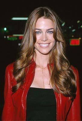 Premiere: Denise Richards at the Mann's Chinese Theater premiere of Columbia's Charlie's Angels - 10/22/2000