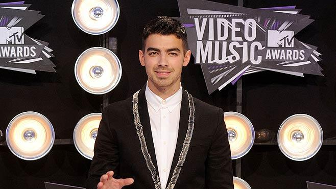 Joe Jonas MTVVM As