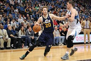 AP Source: Free agent Hayward to meet with Cavs