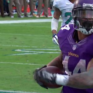 Minnesota Vikings running back Matt Asiata runs in 5-yard touchdown