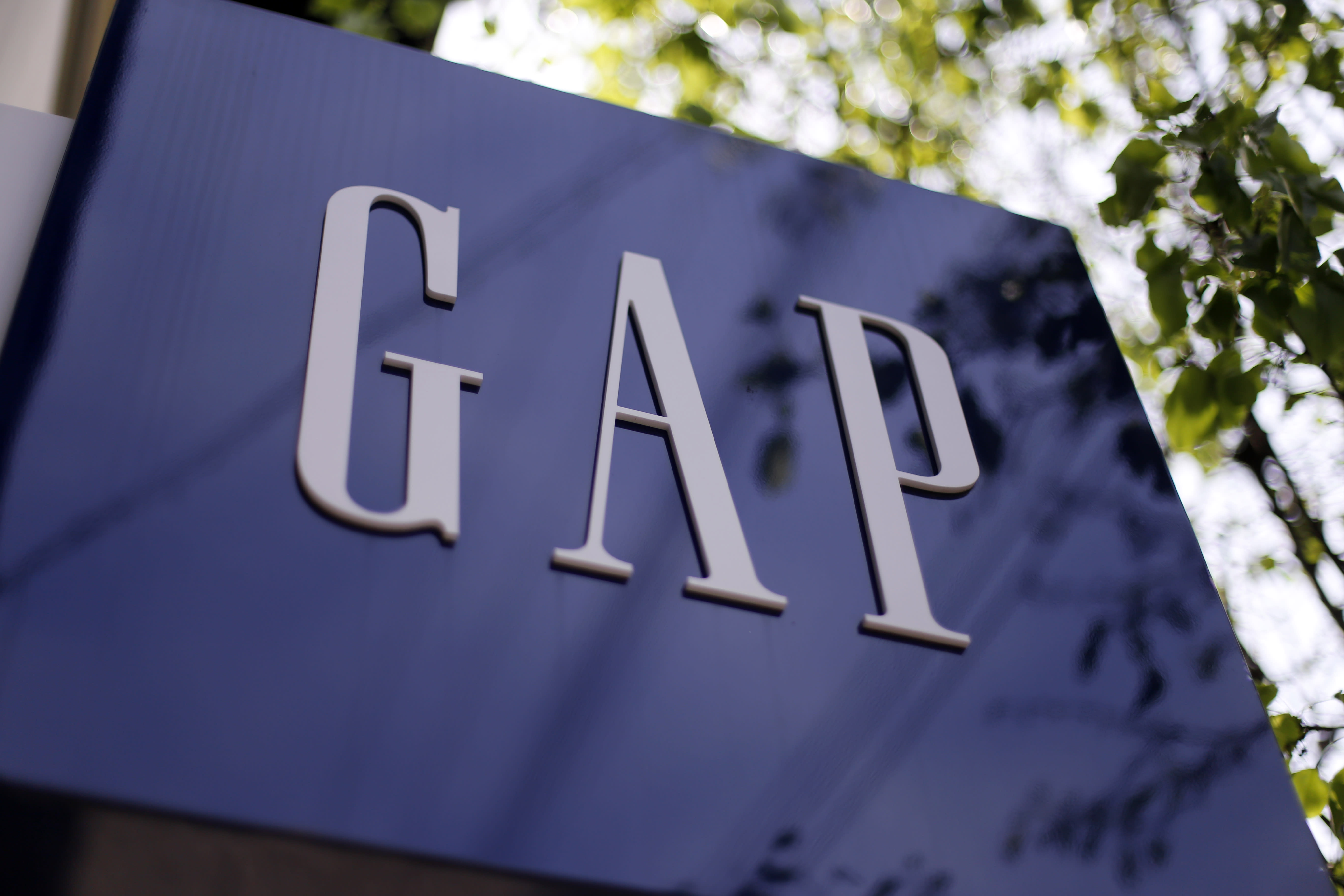 Gap's 1Q profit down 8 percent on currency fluctuations