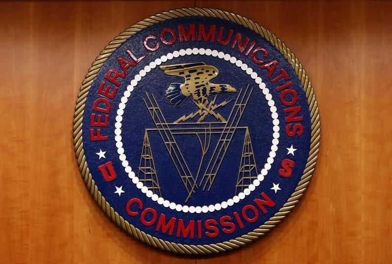 Exclusive: FCC poised to side with Verizon, AT&T in airwaves spat