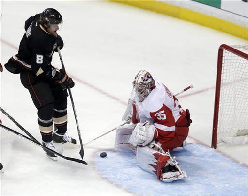 Red Wings blow 3-goal lead, beat Ducks 5-4 in OT